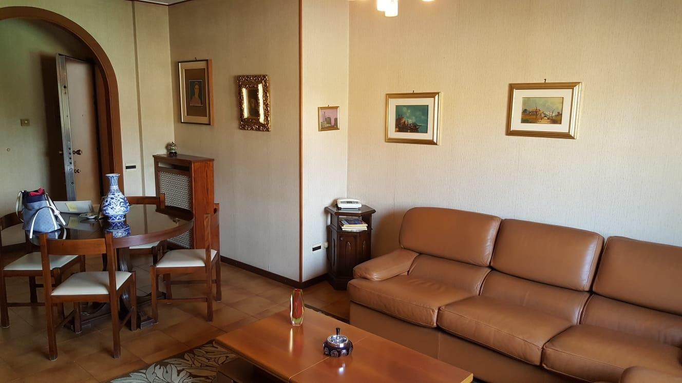 MONZA – ZONA SAN FRUTTUOSO – TRILOCALE IN VENDITA – RIF AGENZIA: 8002F