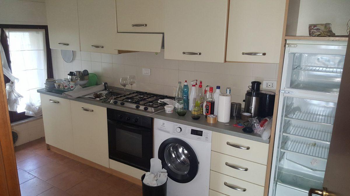 4 cucina disordinata